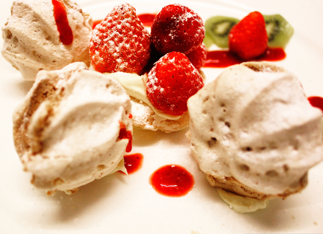 old_rectory_resturant_strawberry_meringues-2013_09_16-17_03_24-utc